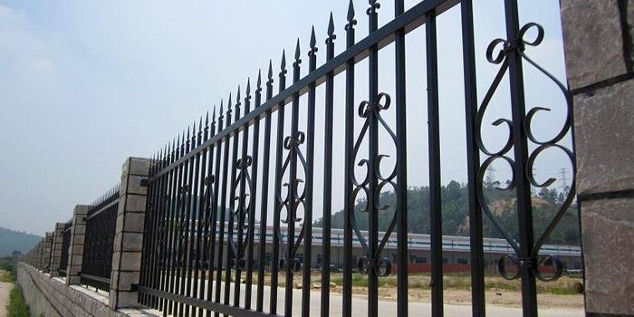Галерия метални огради